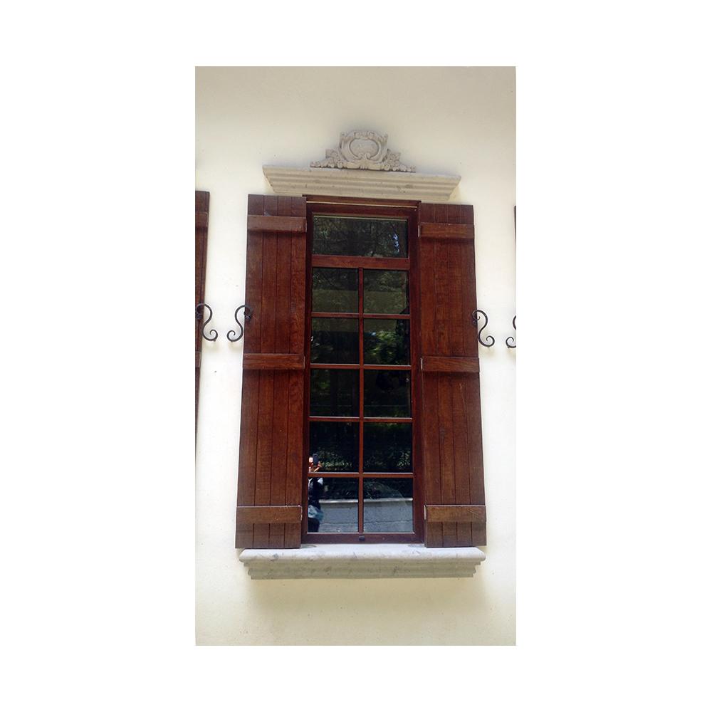 Cornisa moldura y clave para marco de ventana canteras for Molduras para chimeneas